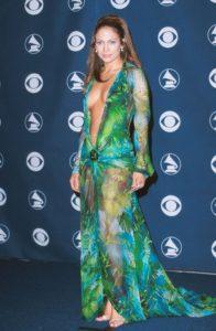 Дженнифер Лопес в зеленом платье Versace